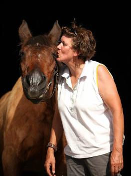 Mieke Ament Natuurgeneeskundig therapeut voor dieren